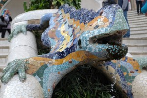 The mosaic lizard greets guests at Park Güell, Antoni Gaudí,